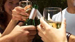 """Το αλκοόλ """"χαλάει"""" τη δίαιτα - έχει 7 θερμίδες ανά γραμμάριο"""